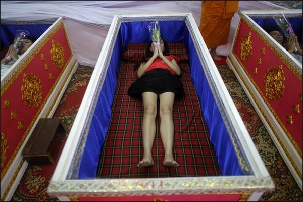 thai_coffin_ritual11