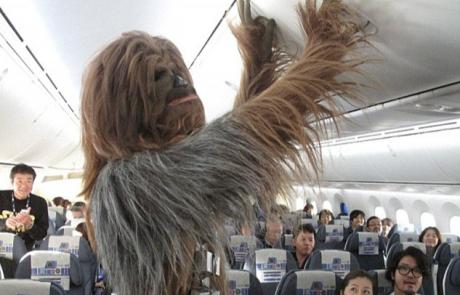 טוסו במטוס Air2-D2! מטוס Star Wars החדש שנחשף על ידי חברת All Nippon Airways ביפן