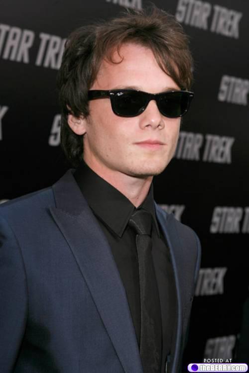 men-in-sunglasses-2