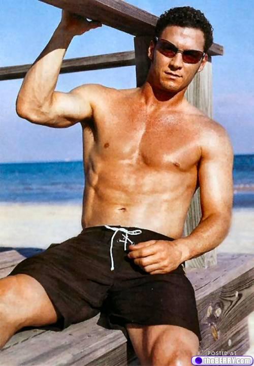 men-in-sunglasses-4