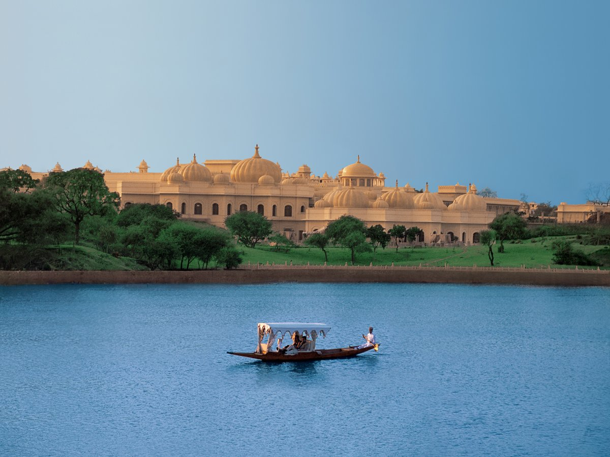 guests-arrive-at-the-hotel-by-a-private-boat-ride-across-lake-pichola