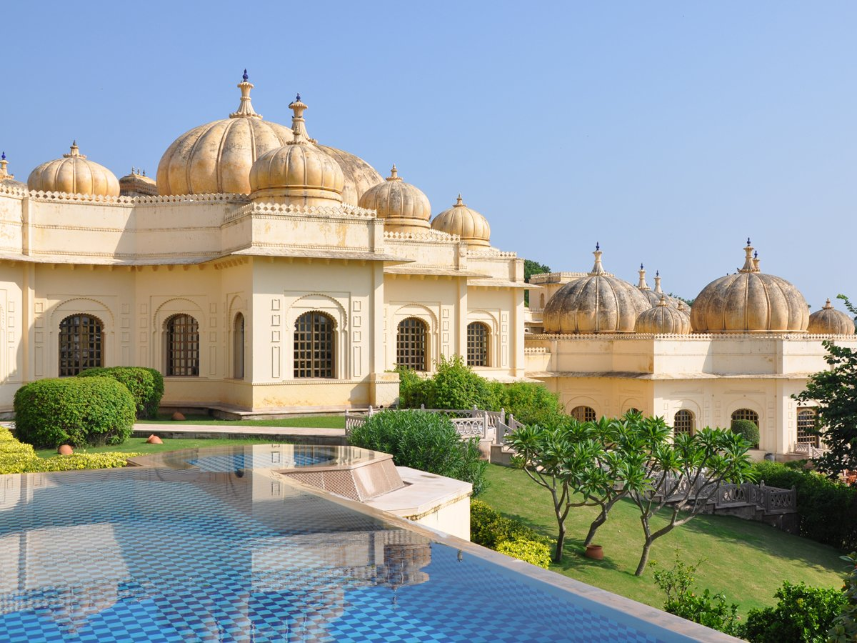 some-guest-rooms-open-directly-onto-semi-private-swimming-pools-with-gorgeous-views-of-lake-pichola-beyond