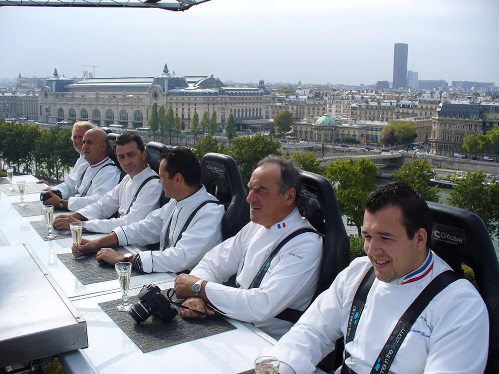 ארוחה בשחקים של אירוע שפים בפריז צרפת