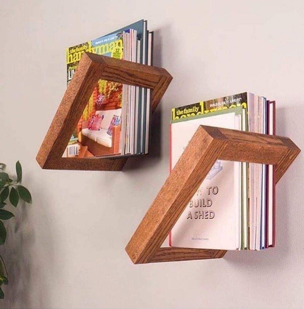מדף או מעמד לספרים וחוברות בעיצוב מעץ יוצא דופן ומקורי