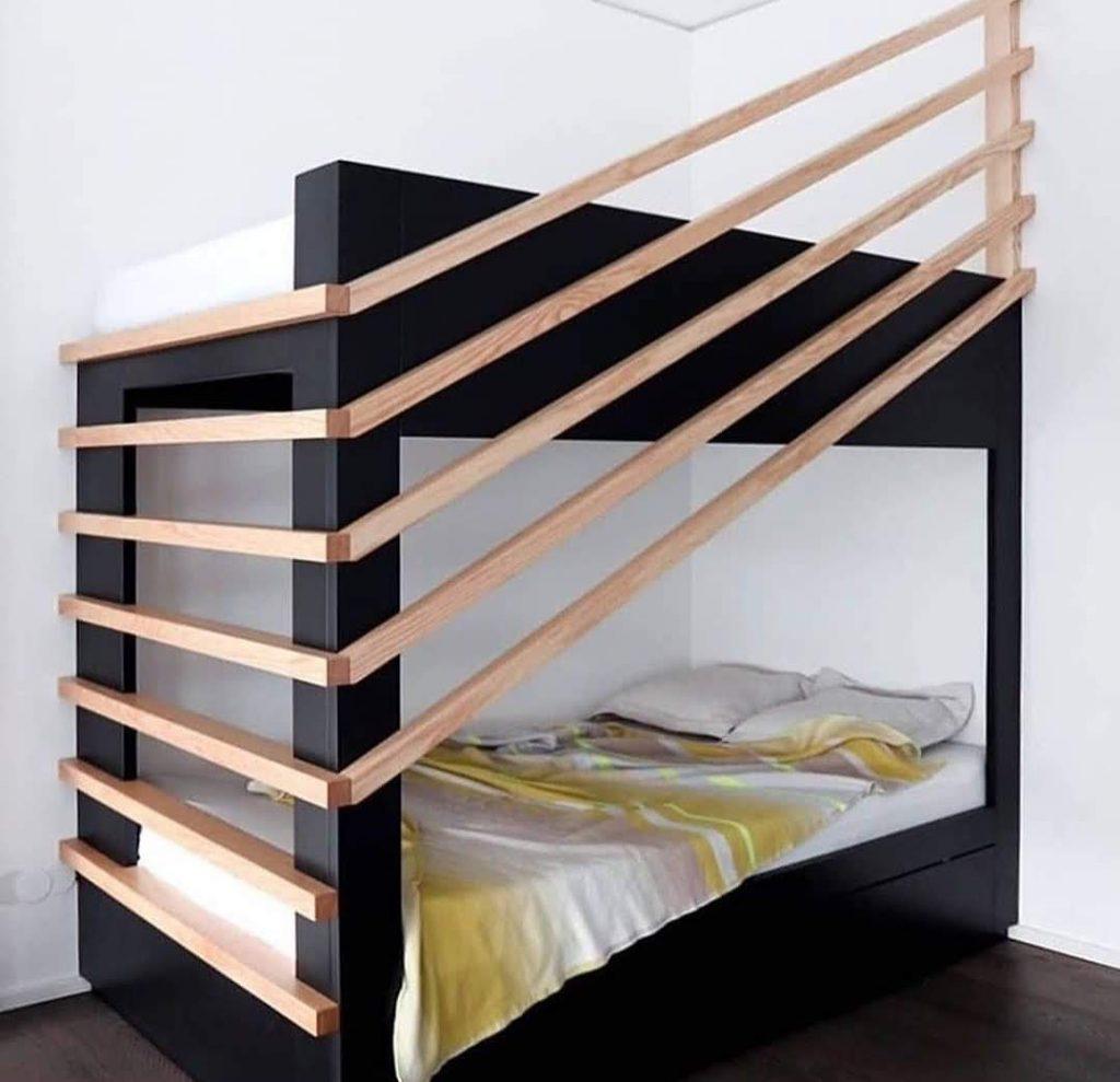 מיטת קומותיים מעץ בעיצוב שונה ומיוחד