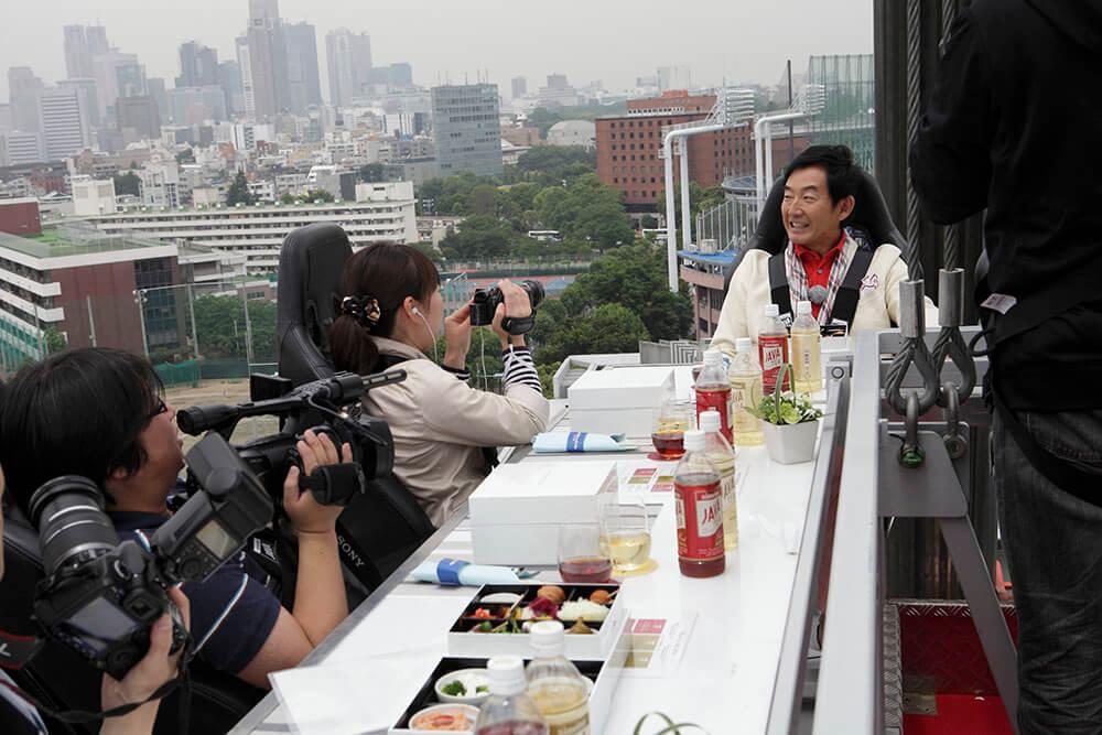 ארוחה בשחקים בטוקיו יפן