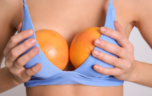 תפוזים גדולים במקום חזייה