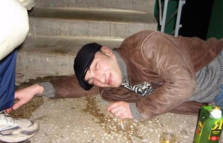 הבדלים קטנים בין צרפתים ששותים אלכוהול לבין רוסים. זה בקטנה…חובה לראות בלאט!