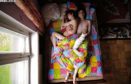אשה בהריון מתקדם? הגבר ישן טוב. קבלו גלריה של זוגות בהריון במיטה.