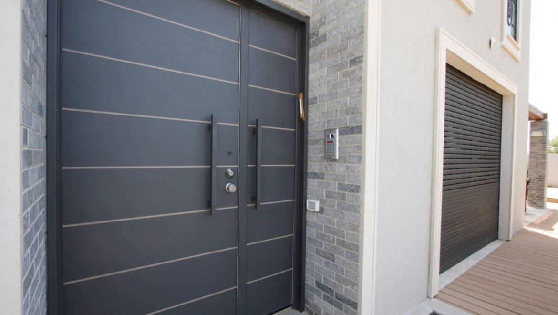 תהליך בחירת דלתות חוץ לבית או לעסק