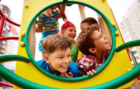 אילו מתקני חצר לילדים מומלץ לקנות?