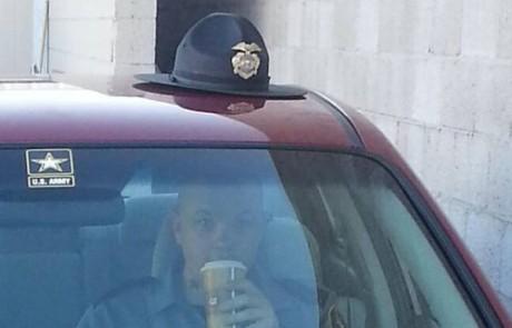 שוטר בארצות הברית. אני מוריד את הכובע בפניו – כל הכבוד לו!